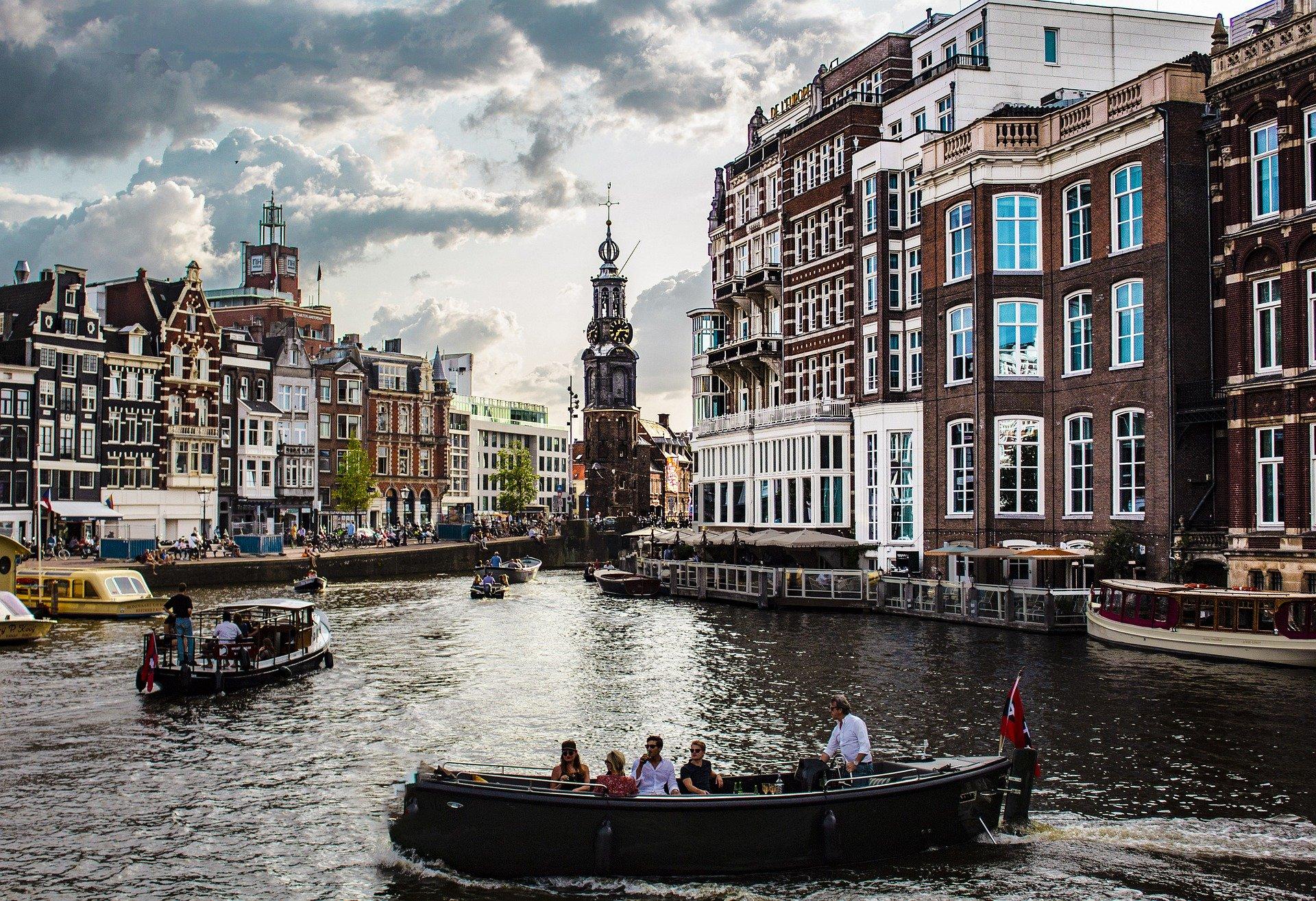 amsterdam-4388160_1920